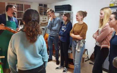 Muziekschool Amsterdam bezoekt Maas Vioolbouw